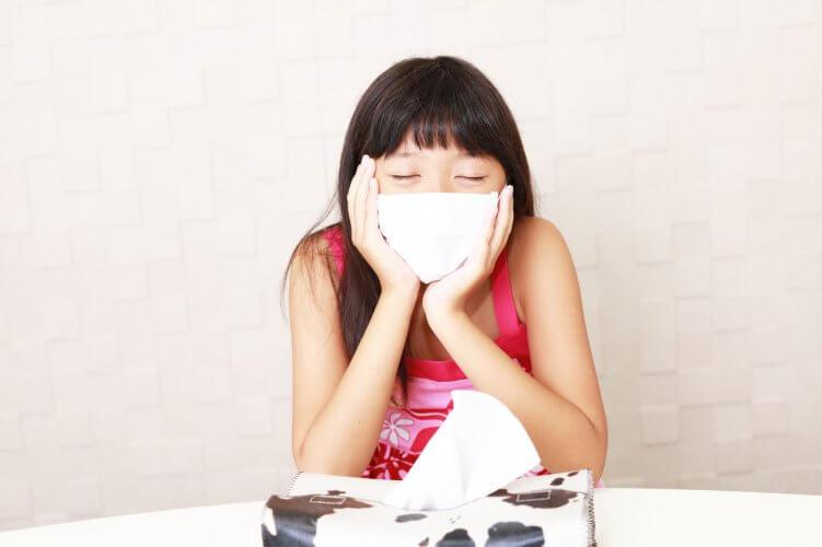重症のスギ花粉症で倦怠感が出現している小学生